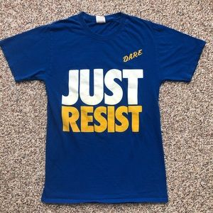 """DARE T-shirt S """"Just Resist"""" D.A.R.E. Drugs"""